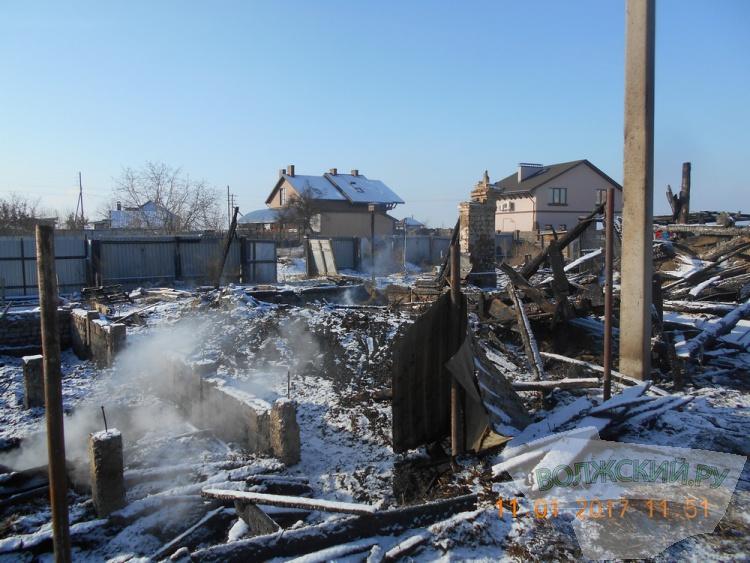В Волжском поверяют дачные дома на пожарную безопасность