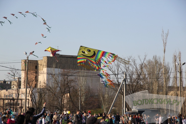 В Волжском прошёл фестиваль воздушных змеев