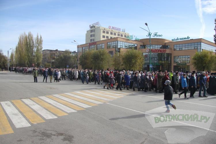 В Волжском прошёл многотысячный крестный ход