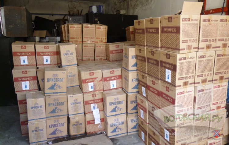 В Волжском уничтожили 4,5 тысячи бутылок с алкоголем