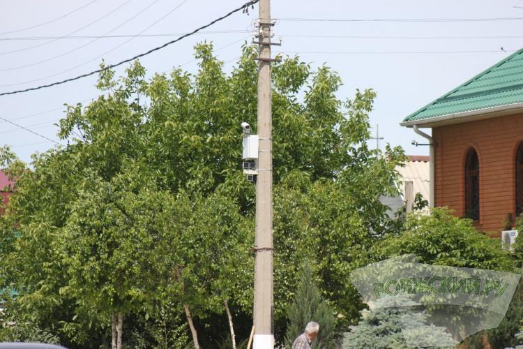 В Волжском устанавливают многофункциональные дорожные камеры