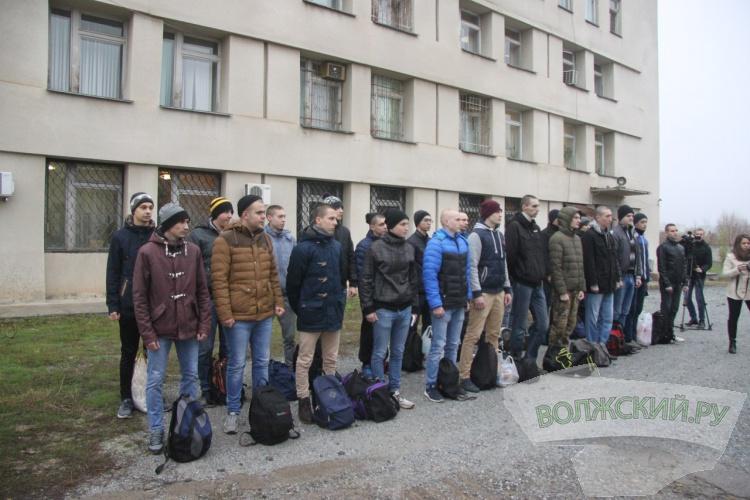 В Волжском в армию отправили еще более 20 призывников