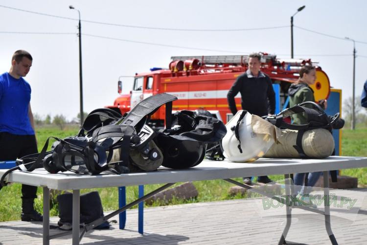 В Волжском выбрали самых проворных пожарных