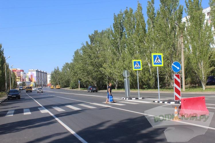В Волжском взяли пробы свежего асфальта на улице Карбышева