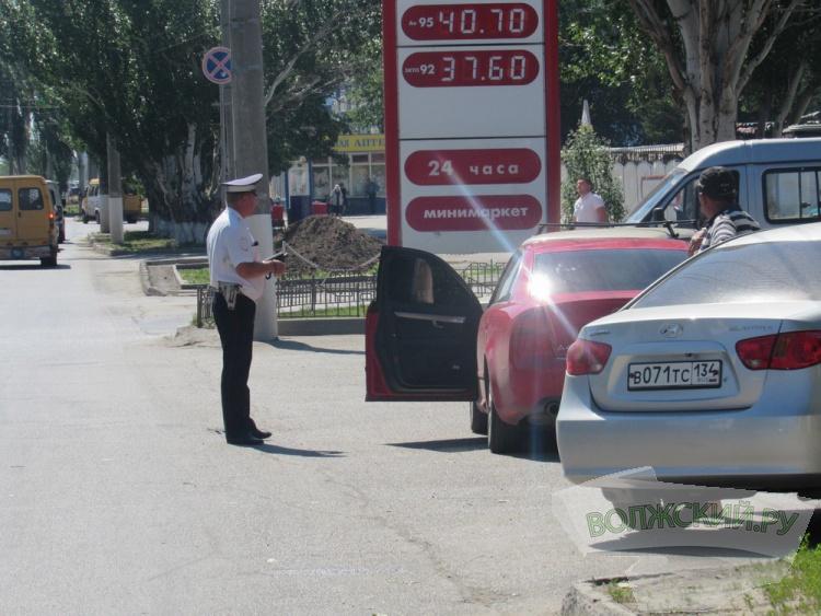В Волжском за пару часов за тонировку наказали 18 водителей