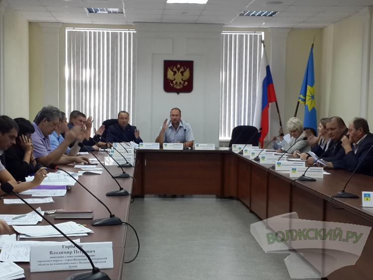 Власти Волжского намерены акционировать городские рынки