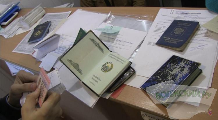 Волжанка подделывала документы для получения патента иностранцами