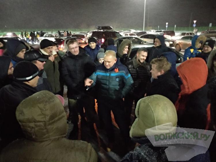 Волжские автомобилисты сложили снежинку
