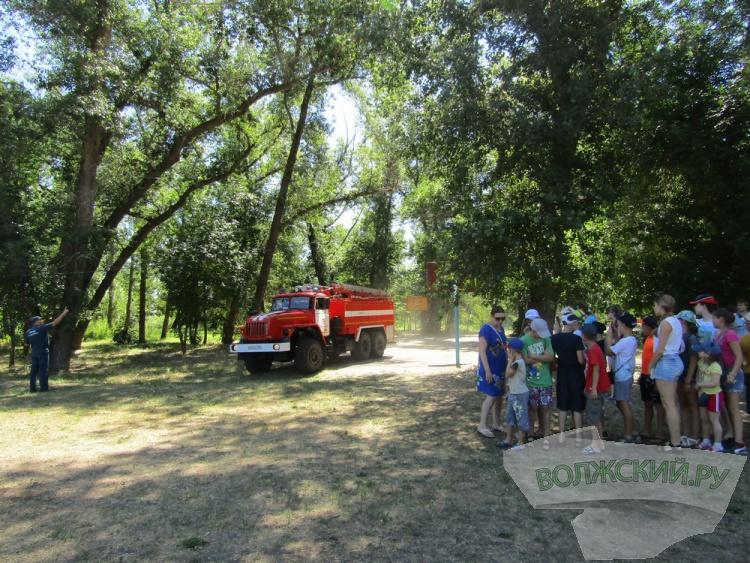 Волжские пожарные наведались в загородный детский лагерь
