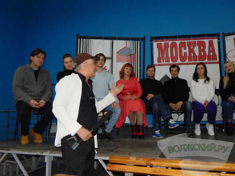 Волжский драмтеатр «возрождает» постановку «12 стульев»