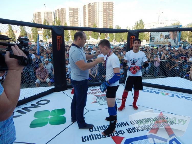 Волжский и Волгоград сразились в матчевой встрече по миксфайту