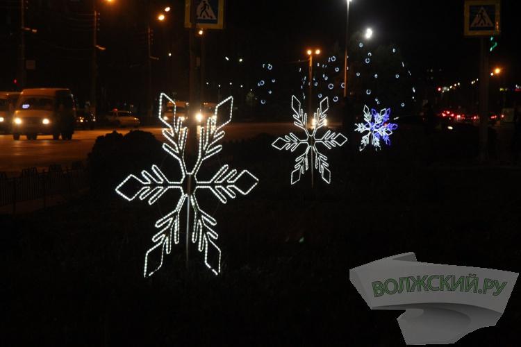 Волжский украшают к Новому году