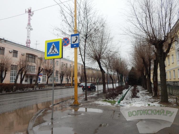 Волжскому остро не хватает парковок в центре города