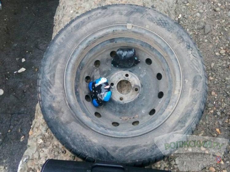 Под Волгоградом задержали курьеров ОПГ посбыту синтетических наркотиков