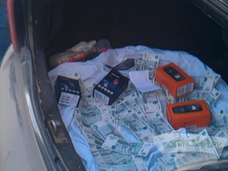 ВВолгограде инспектор СИЗО получил отарестантов взятку в170 000 руб.
