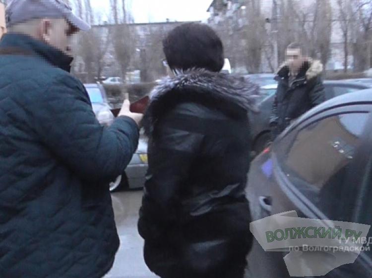ВВолгоградской области начальница налоговой службы попалась накрупной взятке от бизнесмена