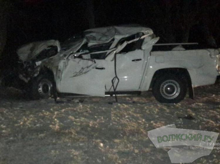 Под Волгоградом шофёр дорогой иномарки заснул зарулем иврезался вдерево