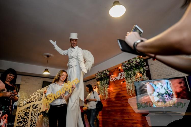Волжане погрузились в «Магию праздника» в кафе «Bahnhof»