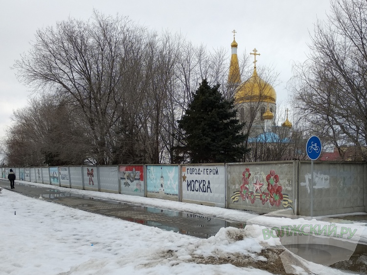 Когда с площади Ленина уберут бетонный забор?