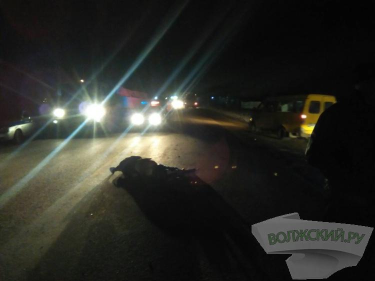 ВВолжском под колесами автомобиля умер  64-летний мужчина