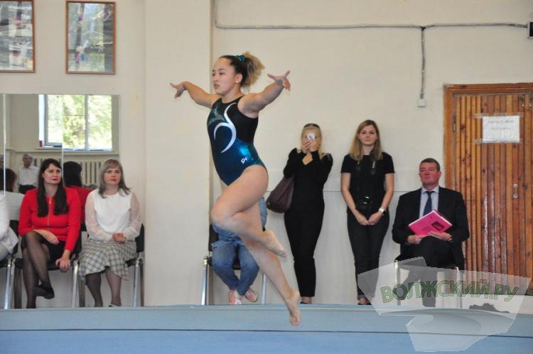 В Волжском прошло посвящение юных гимнастов