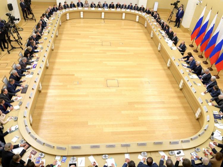 Голосование по поправкам в Конституцию проведут в выходной среди недели 178.35.165.12