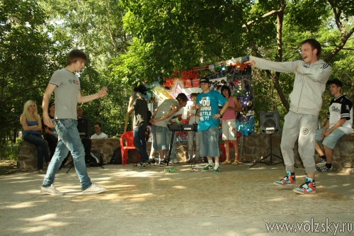 «Мечтатель» начал соревнования уличных танцев