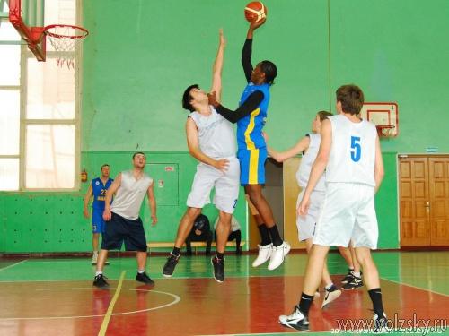 В Волжском проходит городской чемпионат по баскетболу