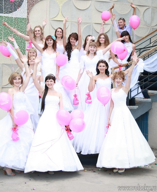 В Волжском состоялся парад сбежавших невест