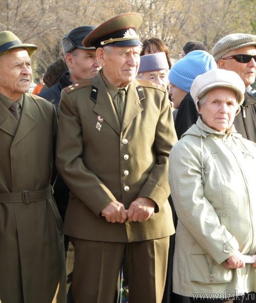 Волжские коммунисты отметили 7 ноября митингом