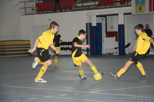 Юные футболисты Волжского закончили зимний сезон