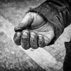 Новогоднее чудо спасло голодавшую пенсионерку из Астрахани